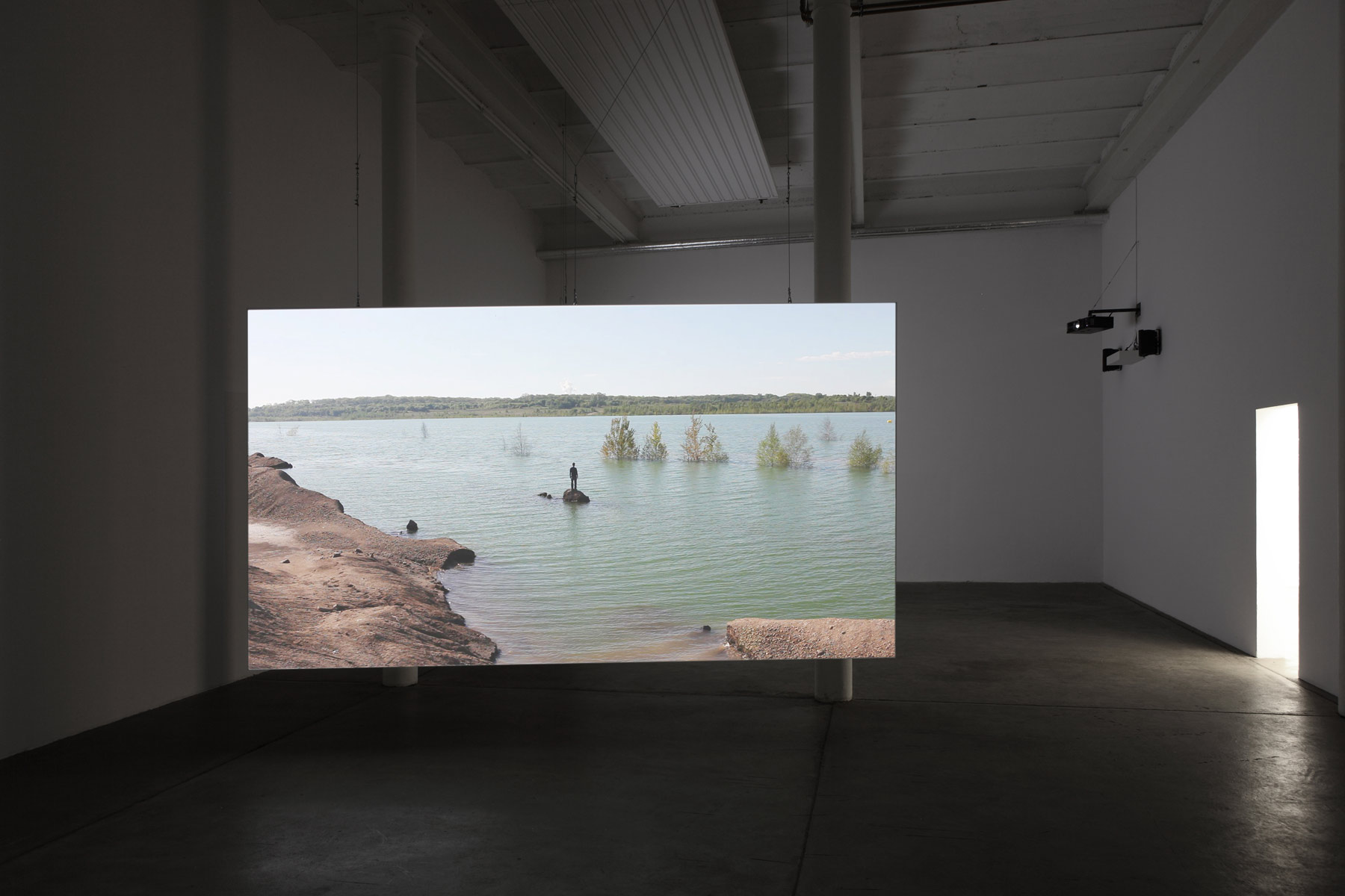 Stumpf-Installation-View,-Islands,-2014,-Galerie-Kleindienst,-Leipzig.jpg