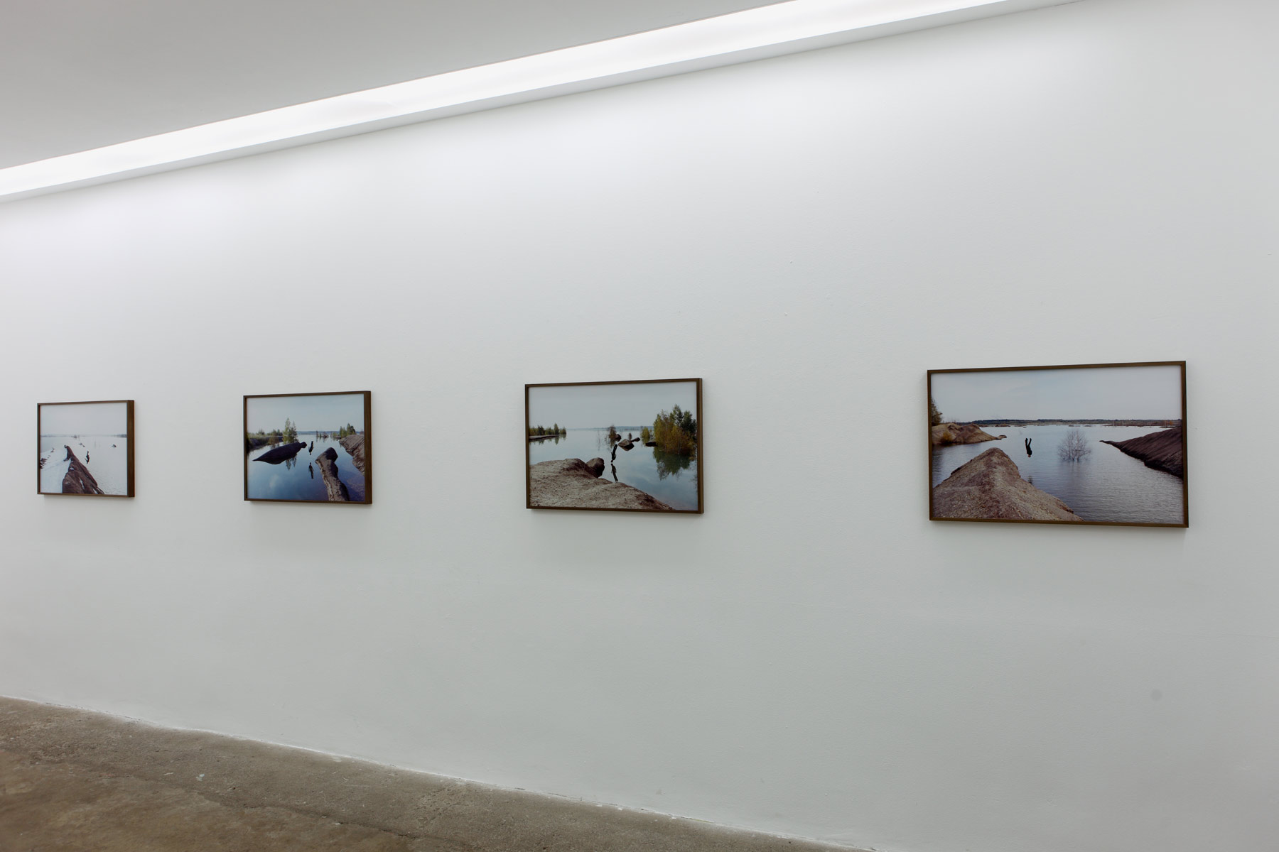 Stumpf-Installation-View-4,-Islands,-2014,-Galerie-Kleindienst,-Leipzig.jpg