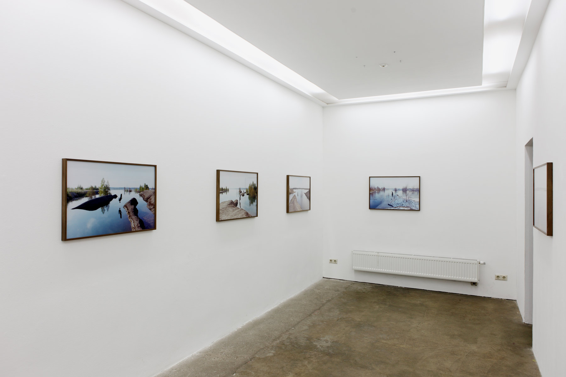 Stumpf-Installation-View-7,-Islands,-2014,-Galerie-Kleindienst,-Leipzig.jpg